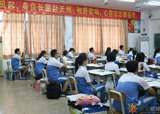 想通过北京大学自考来提升自己的学历,即使拿到的是北京大学自考的毕业证也是很有面子的一件事。但是,北京大学有自考招生吗?北京大学自考本科招生专业有什么?容易拿到大学文凭吗?